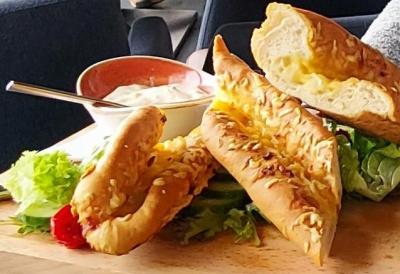 Brasserie de Hofvlietvilla Kaas-uienbrood